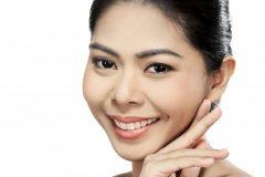 bel-viso-di-giovane-donna-adulta-con-la-pelle-pulita-fresca_9083-378