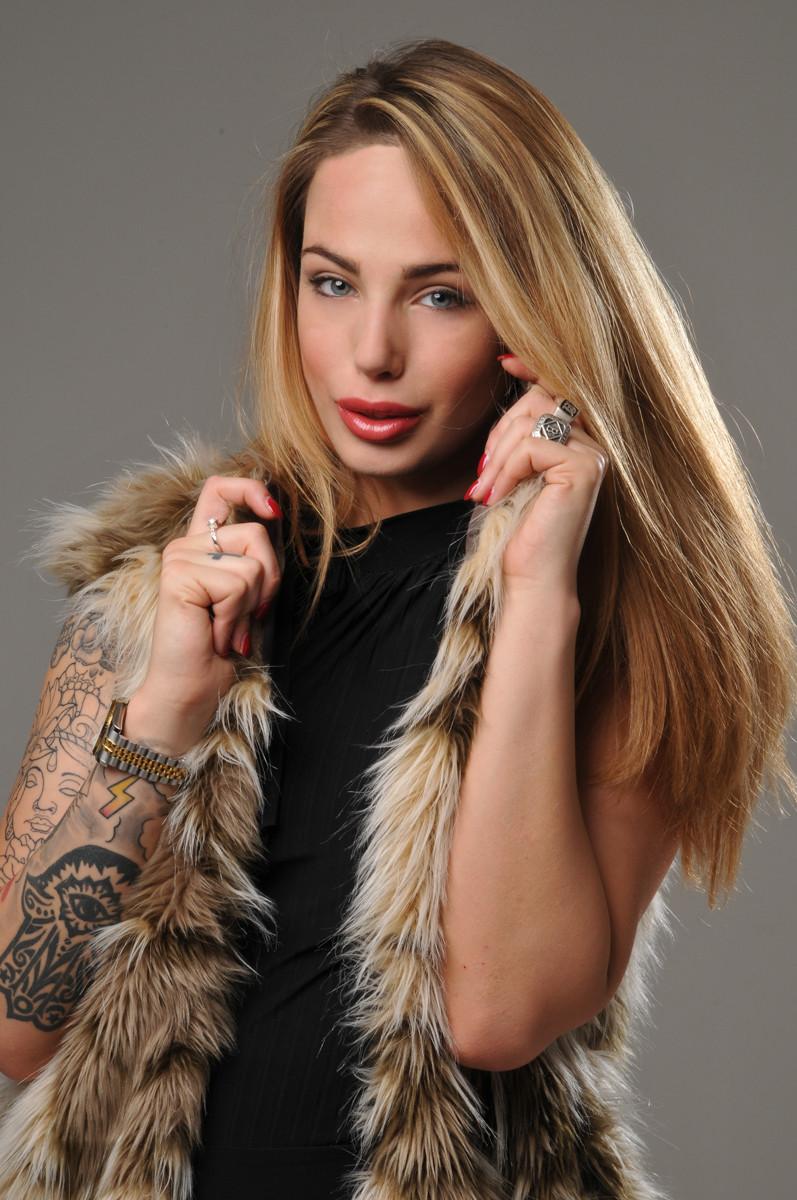 Model Aurora Betti_